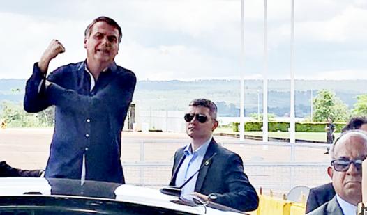 Bolsonaro chama repórter de idiota ao ser questionado sobre 'CPF cancelado'