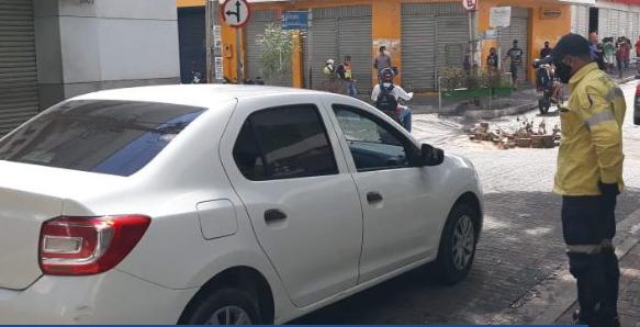 Prefeitura monta barreiras itinerantes para fazer busca de casos suspeitos de Covid