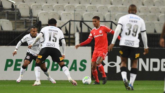 Corinthians vence o líder Internacional com gol de Matheus Davó