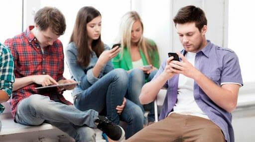 Jovens brasileiros passam mais de 1h30 por dia no Instagram