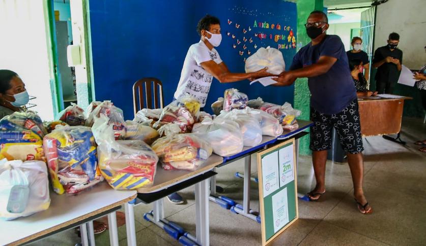 Prex/Uespi realiza campanha para arrecadação de alimentos e roupas para pessoas carentes
