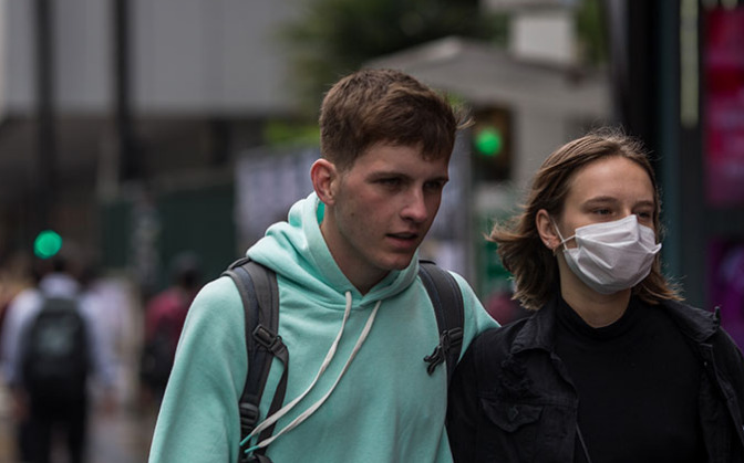 Jovens são os mais infectados por coronavírus no Brasil; veja números