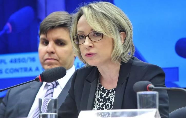 Delegada Erika Marena, que comandou operação contra Cancellier, ex-reitor que se matou, falsificou depoimento na Lava Jato
