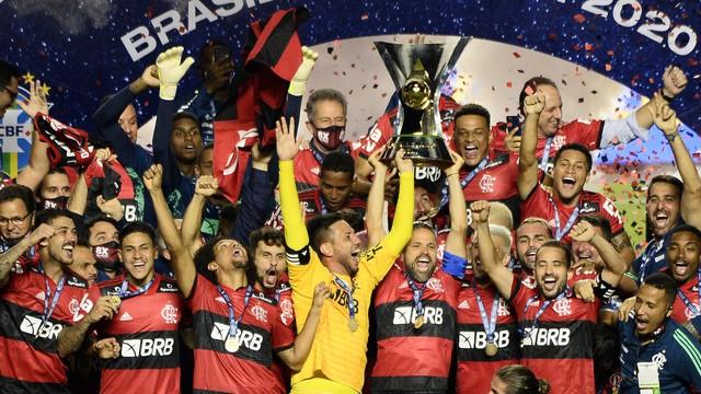 Flamengo é campeão apesar do Rogério, e com ajudinha do Corinthians