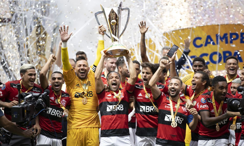 Flamengo ao bate o Palmeiras nos pênaltis pela Supercopa do Brasil é o maior campeão nacional