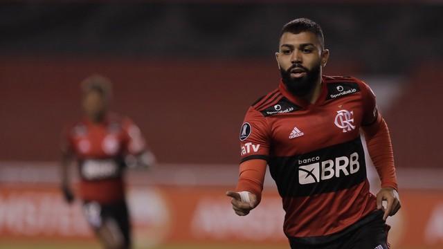 Flamengo sofre, mas vence LDU e conquista terceira vitória na Libertadores