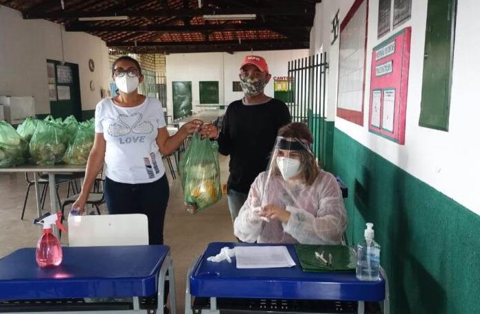 Escolas estaduais entregam kits de alimentação a alunos de todo o Piauí