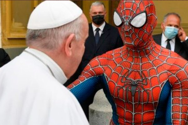 Audiência do Papa Francisco no Vaticano tem presença de Homem-Aranha