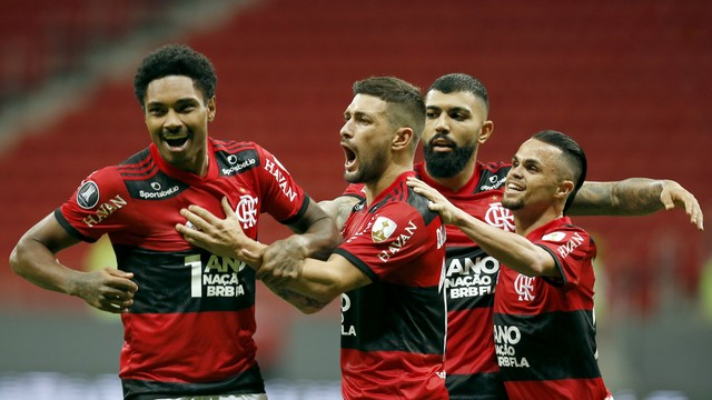 Flamengo goleia Defensa e avança na Libertadores