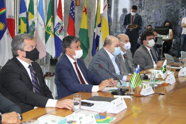 Governadores do Brasil pedem diálogo e respeito à democracia