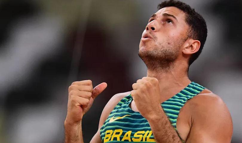 Thiago Braz leva a medalha de bronze no salto com vara nas Olimpíadas de Tóquio