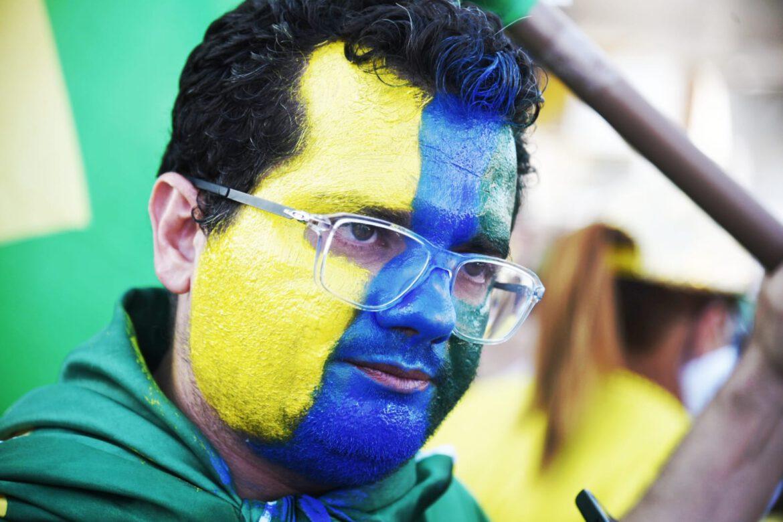 Apoiadores de Bolsonaro na sua maioria formada por empresários fazem carreata na Raul Lopes