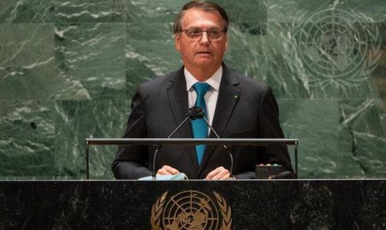 Vergonha: Mídia internacional destaca presidente que não se vacinou