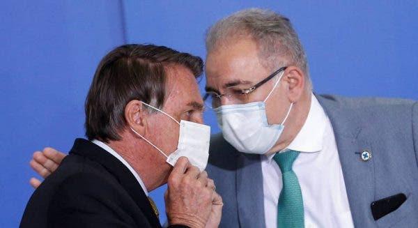 Máscara usada por Bolsonaro em voo para os EUA foi emprestada por Queiroga