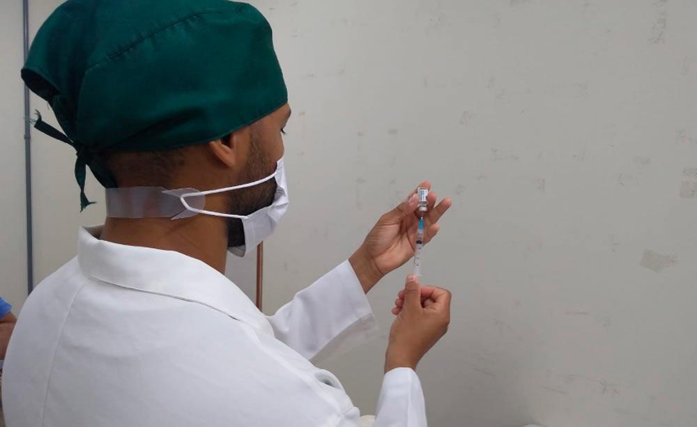 Teresina inicia a dose de reforço dos idosos com vacinação em abrigos